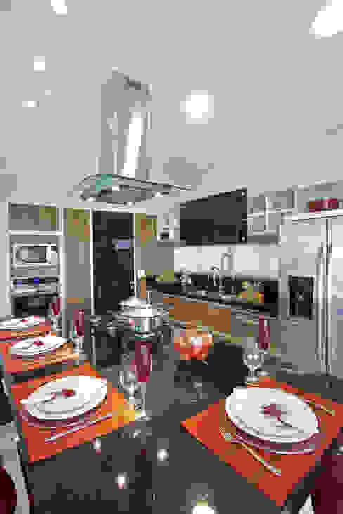 Casa Curvas no Neoclássico Cozinhas modernas por Arquiteto Aquiles Nícolas Kílaris Moderno