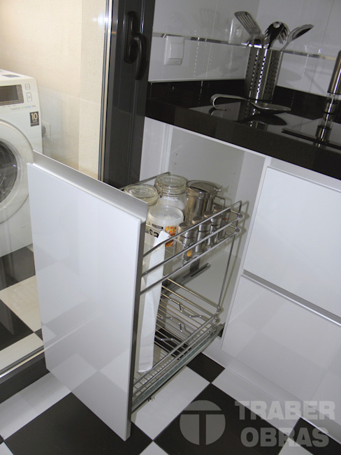 Cocina - mueble extraible Cocinas de estilo moderno de Traber Obras Moderno
