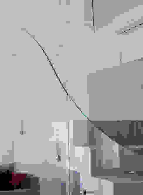 ห้องโถงทางเดินและบันไดสมัยใหม่ โดย Postigo design โมเดิร์น