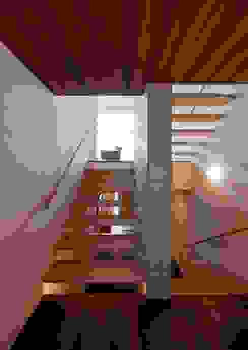 Hành lang, sảnh & cầu thang phong cách hiện đại bởi 有限会社笹野空間設計 Hiện đại