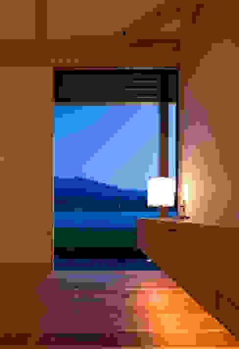minara house 和風デザインの リビング の 髙岡建築研究室 和風