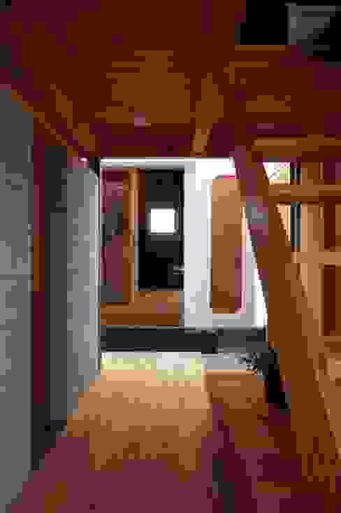 ホリナンの家 カントリースタイルの 玄関&廊下&階段 の 平野建築設計室 カントリー