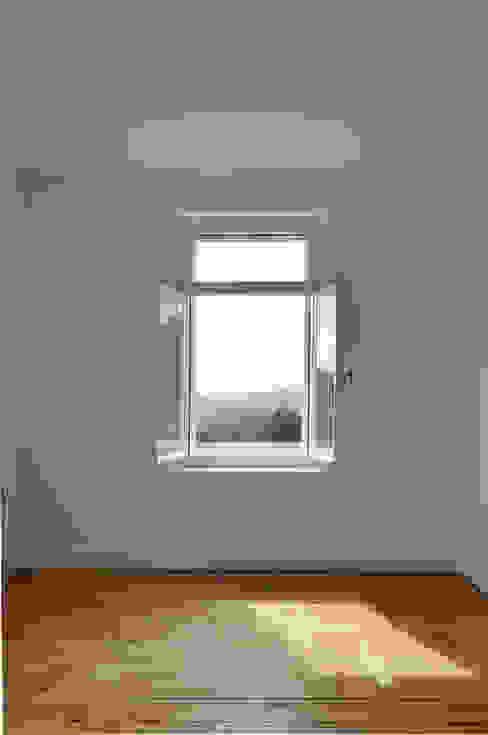 Fenster mit Aussicht Klassische Fenster & Türen von mmarch gmbh - Mader Marti Architektur ETH SIA Klassisch