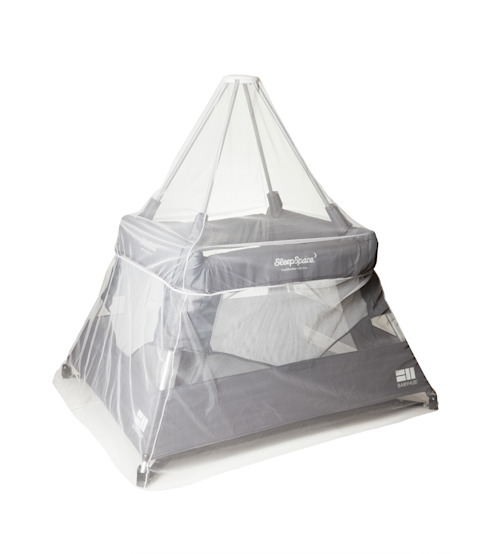 BabyHub SleepSpace Travel Cot with netting in Pebble di homify Moderno