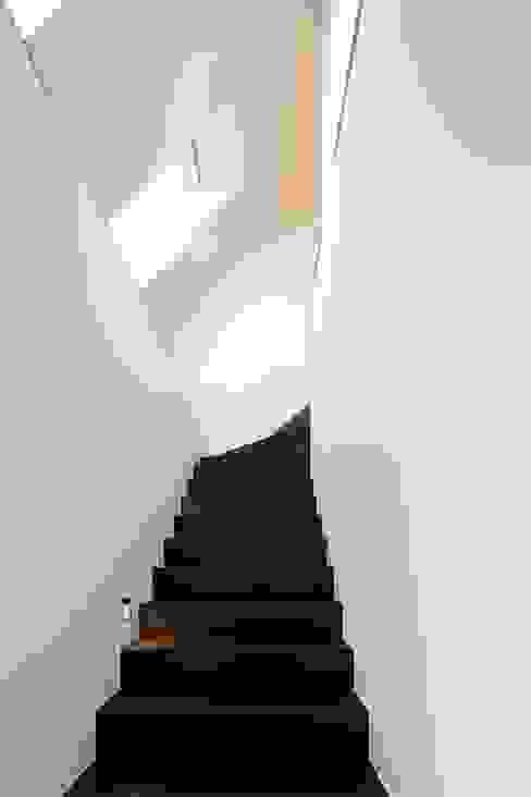 Jan de Wit architect Modern Corridor, Hallway and Staircase