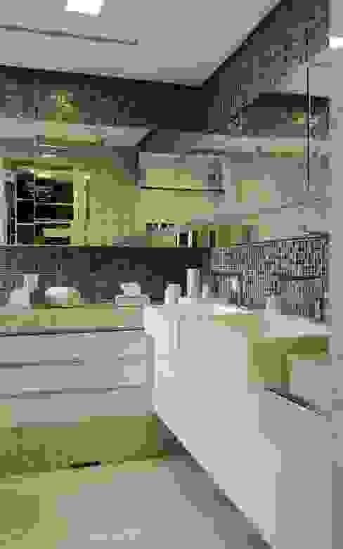 APARTAMENTO 300m2 - CASA FORTE- RECIFE-PE Banheiros modernos por ROMERO DUARTE & ARQUITETOS Moderno