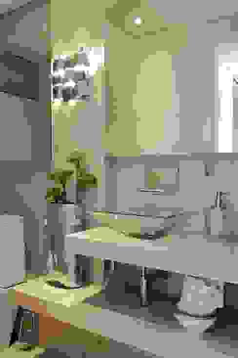 Baños modernos de ROMERO DUARTE & ARQUITETOS Moderno