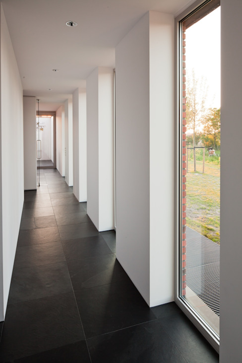 Modern Corridor, Hallway and Staircase by Jan de Wit architect Modern