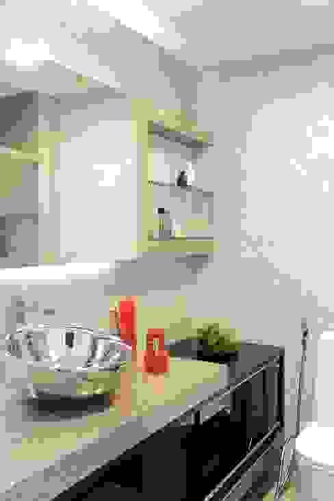 APARTAMENTO 400m2 - AV BOA VIAGEM - RECIFE/PE Banheiros modernos por ROMERO DUARTE & ARQUITETOS Moderno