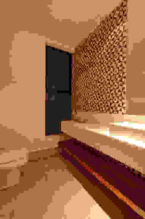 Residência TF Banheiros modernos por ÓBVIO: escritório de arquitetura Moderno
