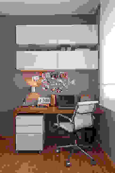 Modern Study Room and Home Office by ÓBVIO: escritório de arquitetura Modern