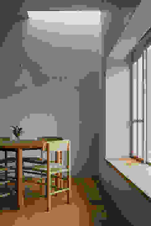 โดย 水野純也建築設計事務所 ผสมผสาน