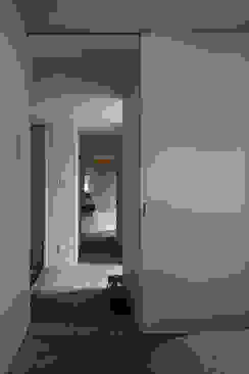 水野純也建築設計事務所 สไตล์ผสมผสาน ทางเดินห้องโถงและบันได