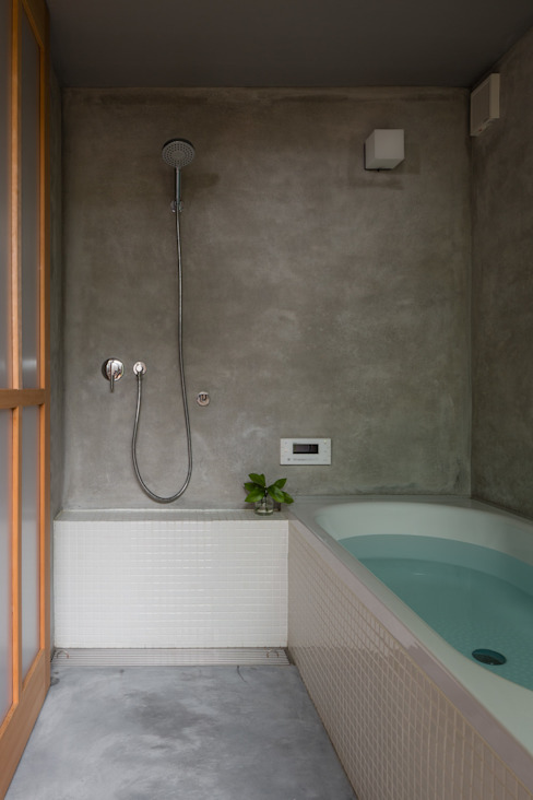 Eclectic style bathroom by 水野純也建築設計事務所 Eclectic
