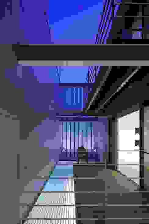 段原の家 House In Danbara: 飯塚建築工房が手掛けたテラス・ベランダです。,オリジナル