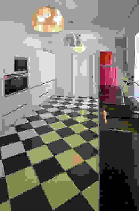مطبخ تنفيذ Germano de Castro Pinheiro, Lda