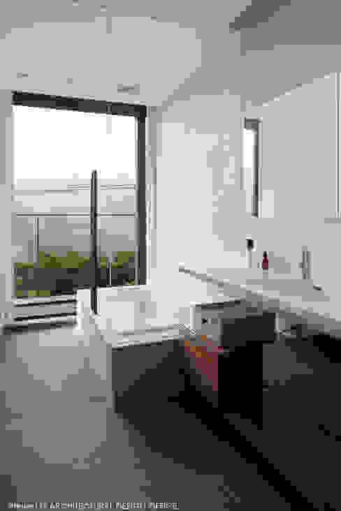 atelier137 ARCHITECTURAL DESIGN OFFICE의  욕실, 모던 타일