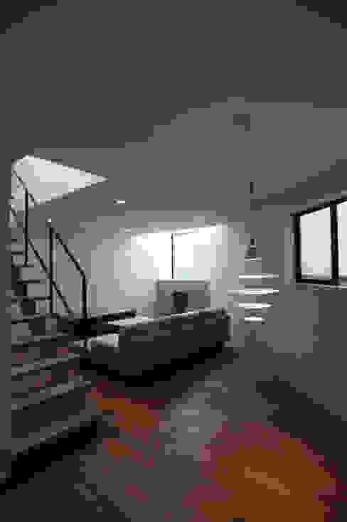 Modern living room by 一級建築士事務所A-SA工房 Modern