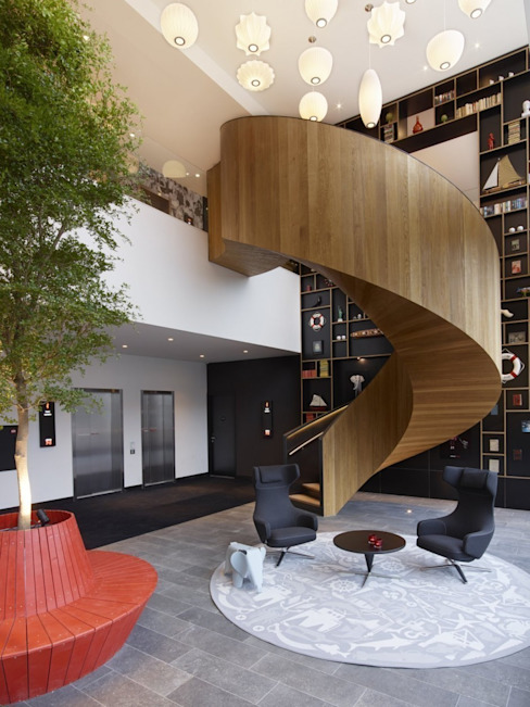 EeStairs® Helical Stairs de EeStairs | Stairs and balustrades Moderno Madera Acabado en madera