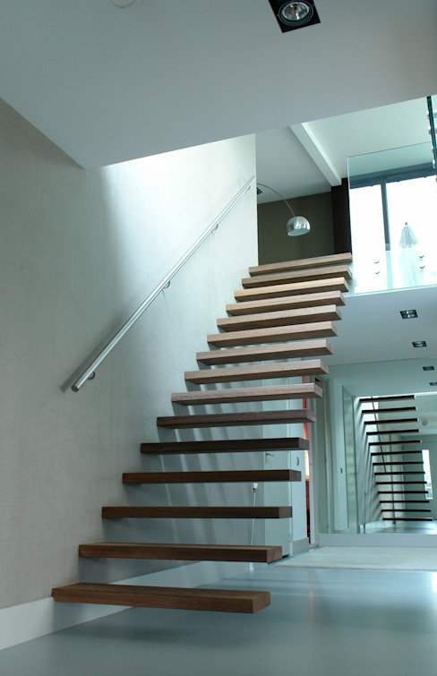 EeStairs® Floating Stairs por EeStairs | Stairs and balustrades Minimalista