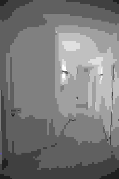 Modern corridor, hallway & stairs by ACA19 Claudio Attorresi Modern