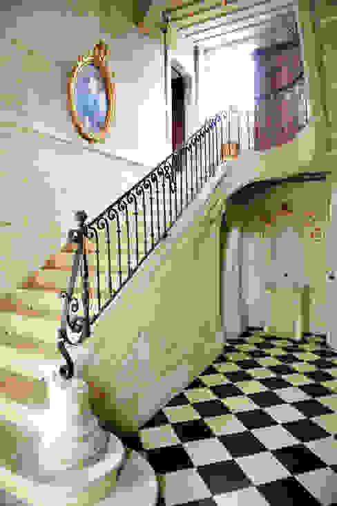 le songe du miroir photographe Pasillos, vestíbulos y escaleras de estilo clásico