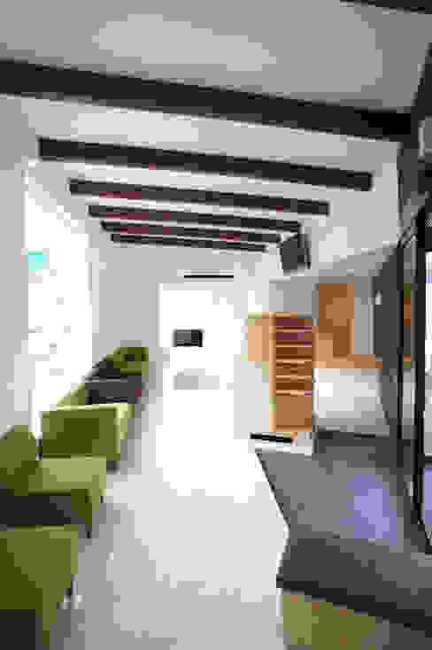 一級建築士事務所A-SA工房의  클리닉, 모던