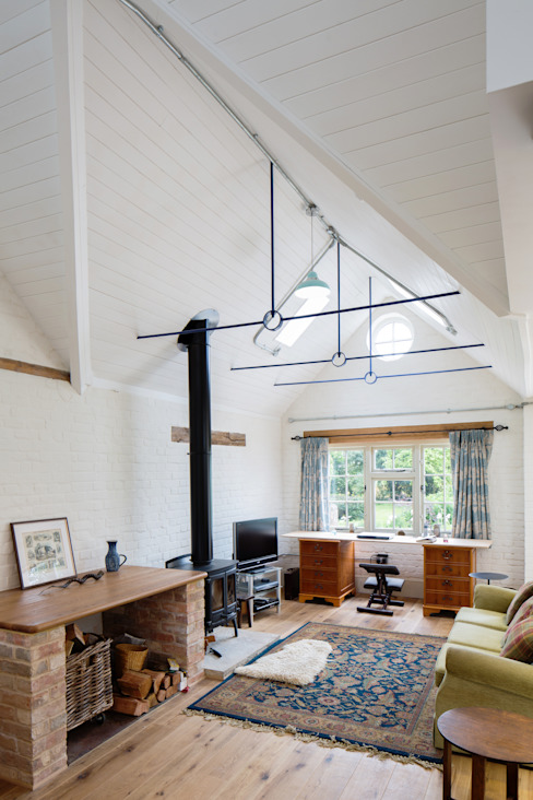 Traditional Farmhouse Kitchen Extension, Oxfordshire Country style living room by HollandGreen Country