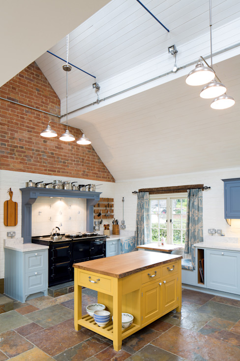 Traditional Farmhouse Kitchen Extension, Oxfordshire カントリーデザインの キッチン の HollandGreen カントリー