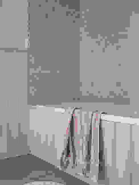 Die moderne Badewanne mit Dusche