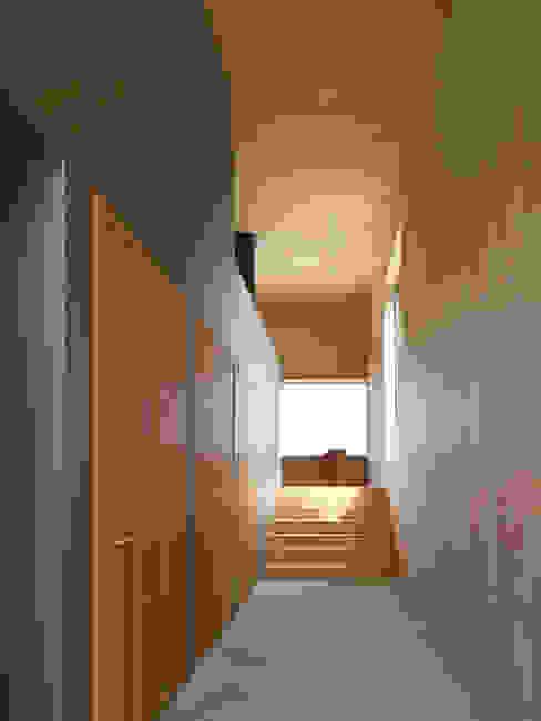 Corridor & hallway by Diethelm & Spillmann, Modern