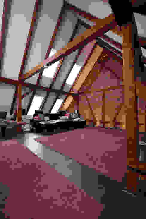 Extrem zuverlässiges und flexibel erweiterbares System Rustikale Wohnzimmer von Somfy GmbH Rustikal