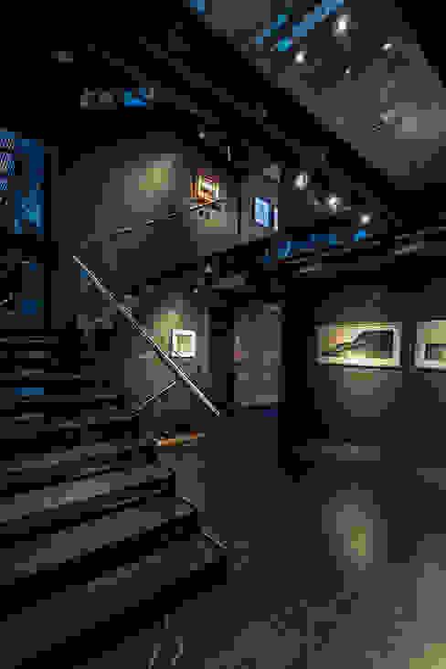 Casa Basaltica Pasillos, vestíbulos y escaleras de estilo minimalista de grupoarquitectura Minimalista