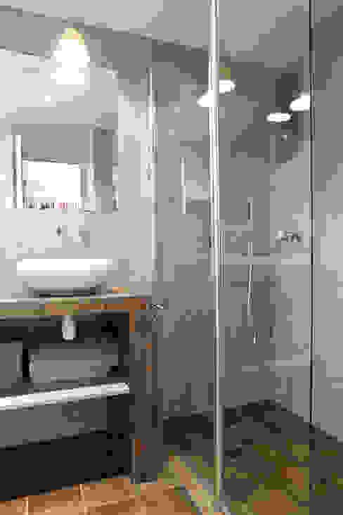 現代浴室設計點子、靈感&圖片 根據 MSD architecte d'intérieur 現代風