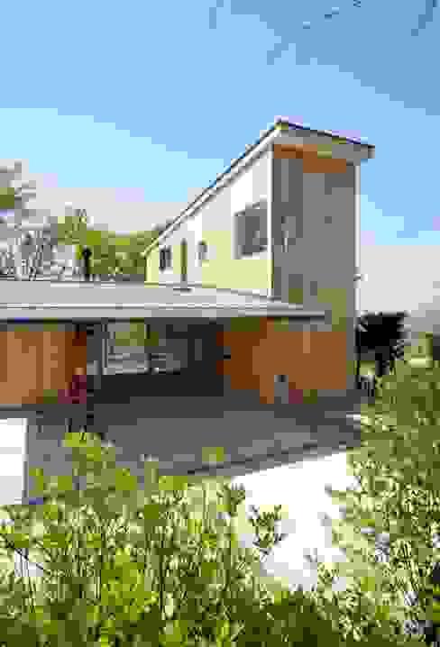 Casas modernas: Ideas, imágenes y decoración de エヌ スケッチ Moderno