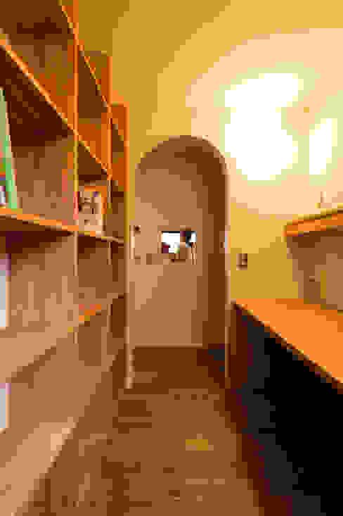 大きな一枚屋根の下で エヌ スケッチ モダンデザインの 書斎