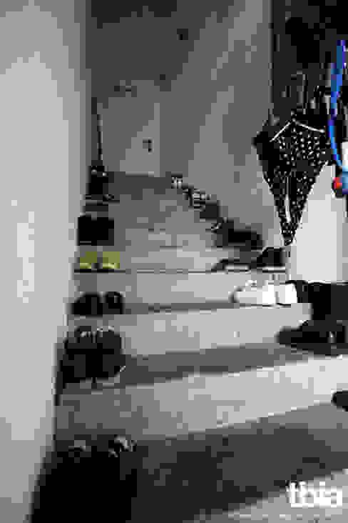 Pasillos, vestíbulos y escaleras industriales de tbia - Thomas Bieber InnenArchitekten Industrial