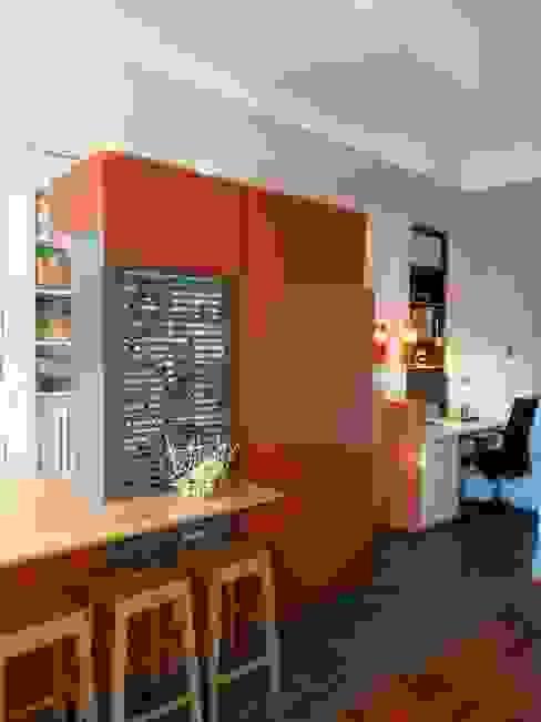 Ilot de cuisine semi-ouvert. par homify Moderne