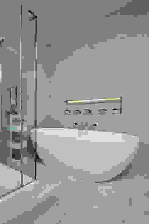 Victorian Townhouse Modern bathroom by Etons of Bath Modern