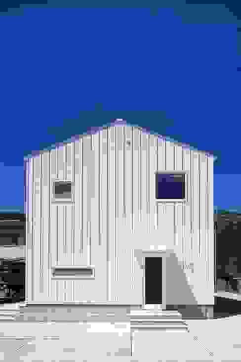 Casas modernas por zuiun建築設計事務所 / 株式会社 ZUIUN Moderno