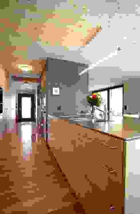 Cocinas de estilo ecléctico de UNIT Architekten Ecléctico
