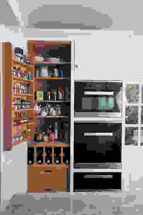 50 shades of grey Кухня в классическом стиле от Chalkhouse Interiors Классический