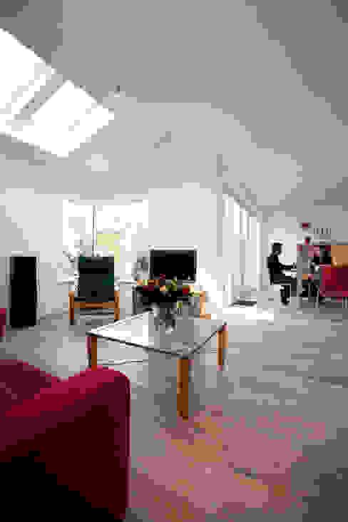 Aanzicht vanaf uitbouw (woonkamer) NarrativA architecten