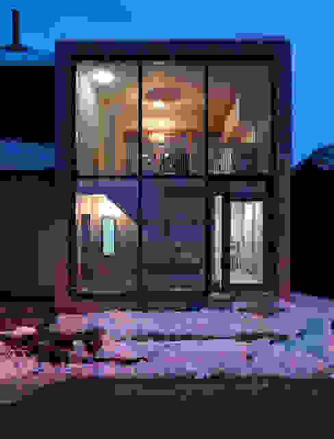 Casas de estilo minimalista de sim Architekten GmbH Minimalista