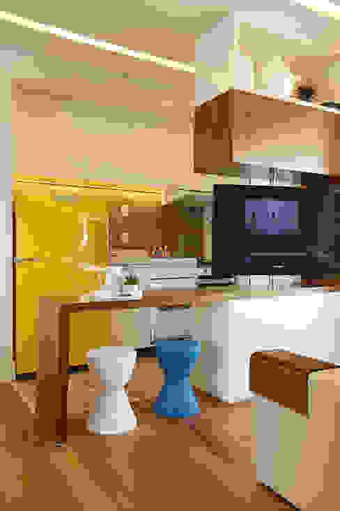 Cocinas de estilo  de Duda Senna Arquitetura e Decoração,
