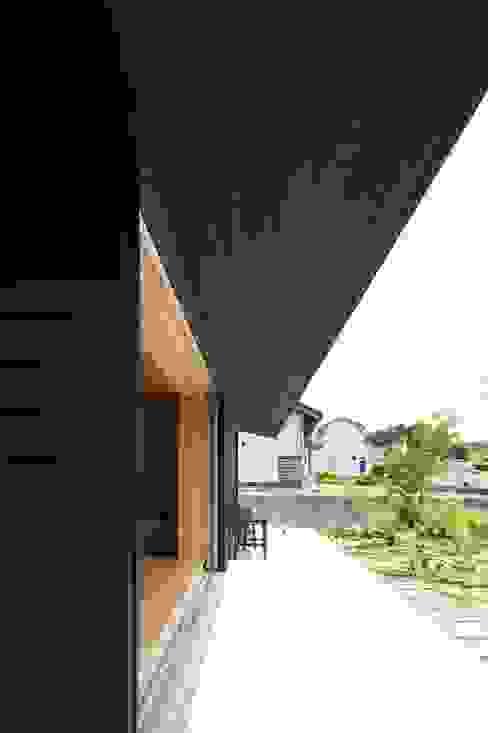 Balcones y terrazas clásicos de 宇佐美建築設計室 Clásico