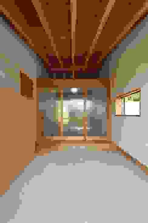 Klasyczne okna i drzwi od 宇佐美建築設計室 Klasyczny