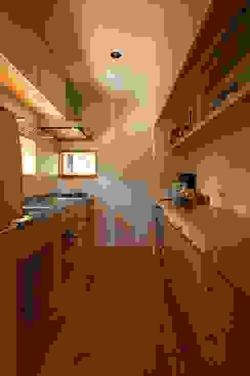 Cocinas de estilo  de 宇佐美建築設計室, Clásico