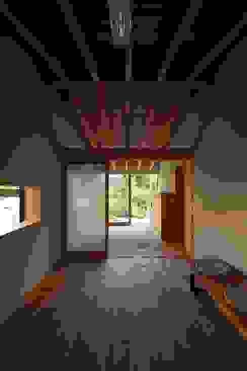 Klasyczny pokój multimedialny od 宇佐美建築設計室 Klasyczny