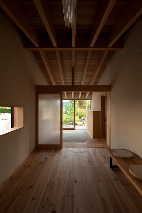Salas multimedia de estilo  de 宇佐美建築設計室, Clásico